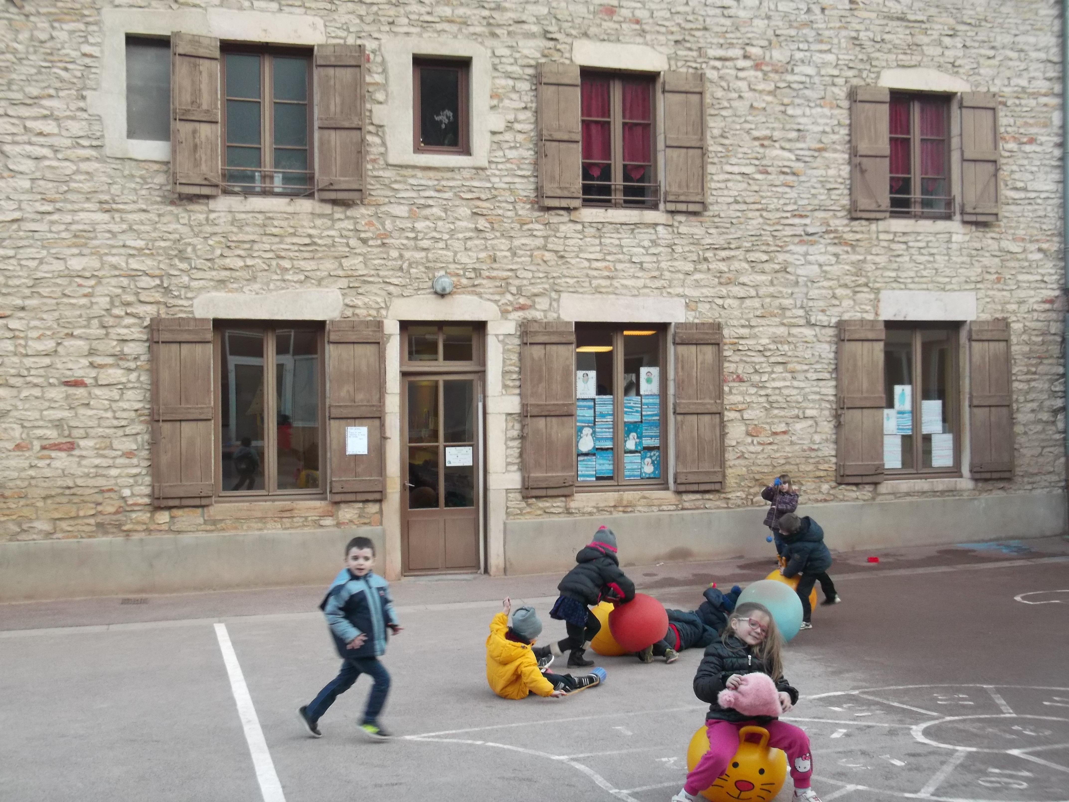 l'école maternelle de Lugny