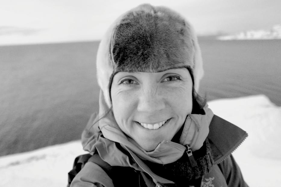 Sous mon bonnet en peua de phoque, je ne crains plus les basses températures. Mon sourire témoigne de ce bien-être polaire !