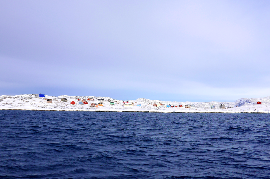 Vue du village depuis le bateau de Nuka.