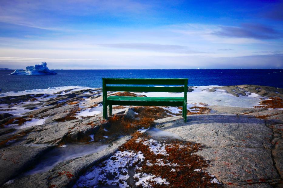 Un banc face aux icebergs pour les amoureux...quoi de mieux ?