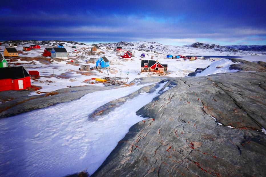 Le rocher qui constitue le sol apparent est un beau granit très ancien, de l'Archéen, c'est à dire des plus anciennes roches connues au monde ! Trop la classe de marcher dessus ! J'apprends que ces roches ont été polies et striées par la neige, la glace et le temps.